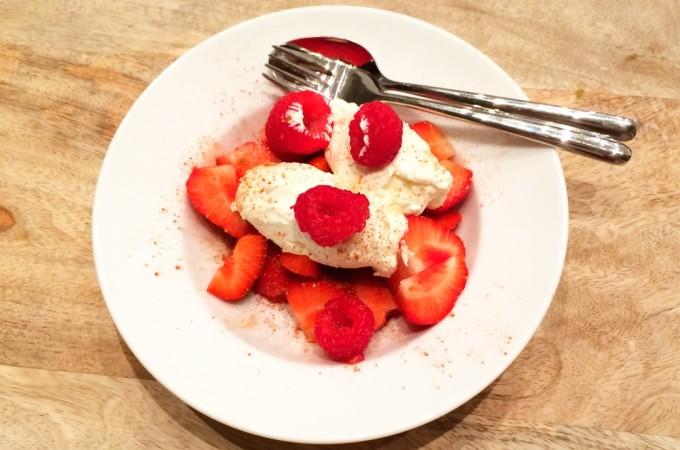 recept aardbeien en frambozen met vanille hangop