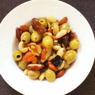 olijven, noten en gedroogde vruchten