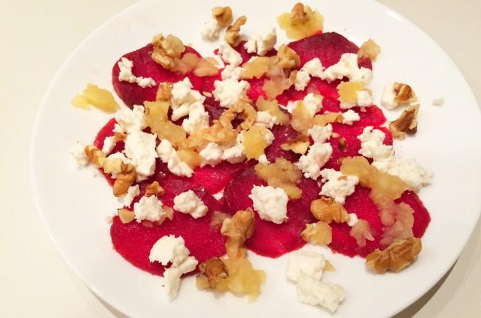 recept carpaccio van rode biet met geitenkaas en walnoten