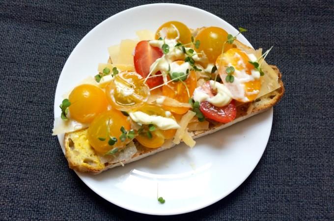 brood met kaas, tomaat en waterkers